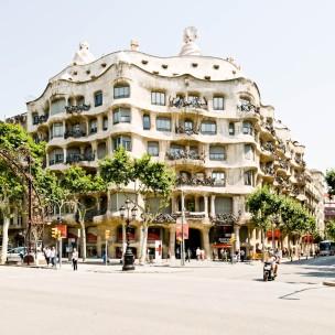 antoni-gaudi-spain-barcelona-casa-mila-01-samuel-ludwig